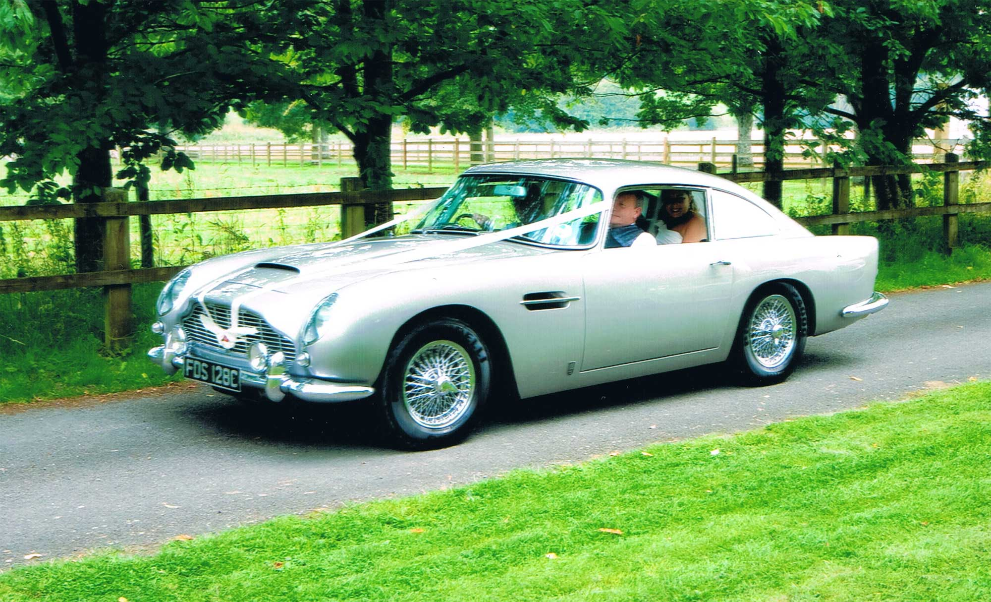 aston martin db5 hire yorkshire fiat world test drive. Black Bedroom Furniture Sets. Home Design Ideas
